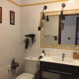 Baño amarillo_ Casa Saleros