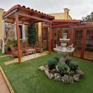 Jardín delantero_Casa Saleros.