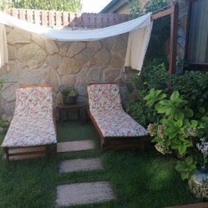 Hamacas en jardín trasero_Casa Saleros.